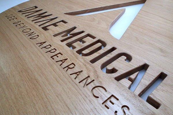 Un logo découpé pour une entreprise médicale