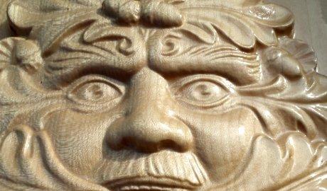 detail-logo-en-bois-frene